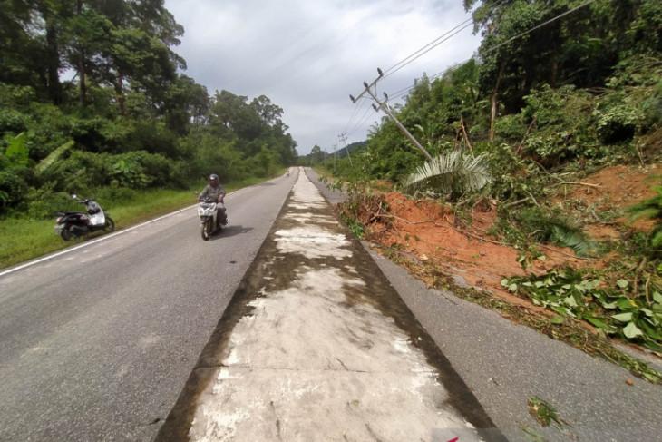 Tim gabungan cari korban longsor di Desa Pampang KKU