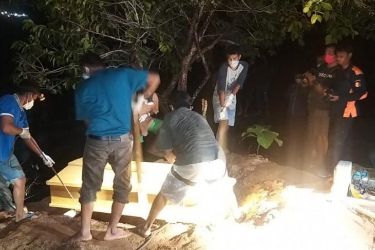 Dua jenazah teroris Poso dimakamkan