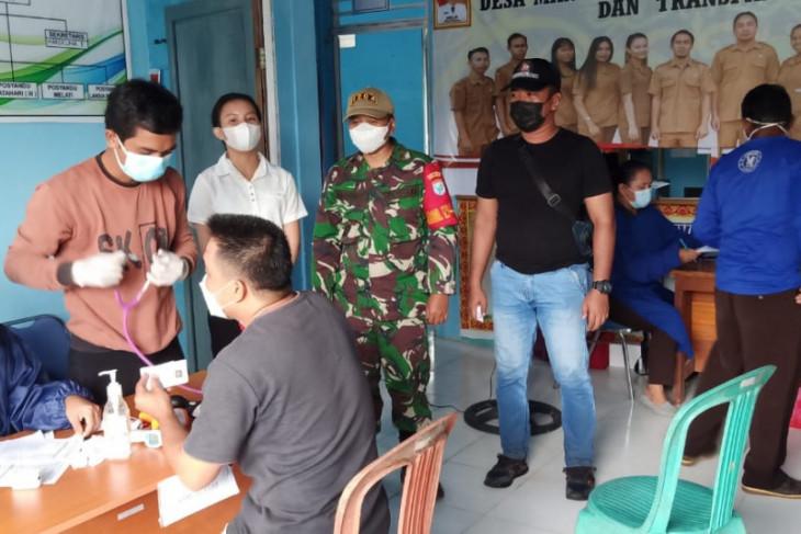 Ratusan warga Desa Tapang Pulau sambut serbuan vaksinasi  TNI