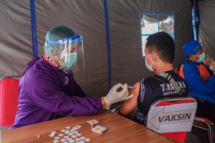 RSUD Gambiran Kediri pindahkan lokasi vaksinasi ke ruang terbuka