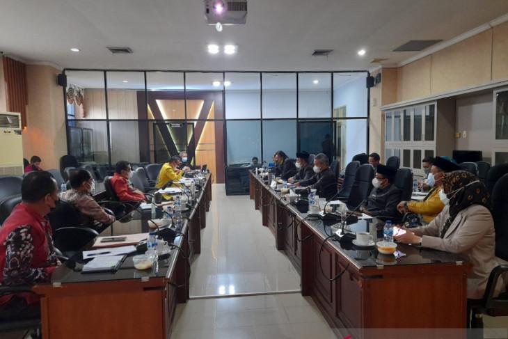 Bank Kalsel paparkan kinerja di DPRD