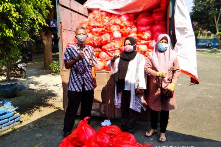 Pemkab Serang salurkan ribuan paket sembako bagi warga isoman