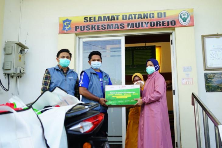 Puskesmas buka 24 jam, UMSurabaya bagikan ratusan paket makanan sehat untuk nakes