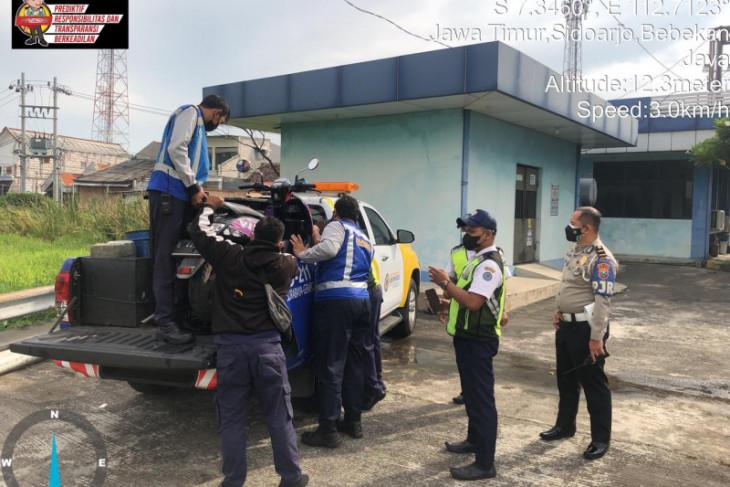 Masuk jalur Tol Dupak, seorang pengendara sepeda motor diamankan PJR Polda Jatim