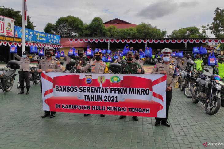 Video-TNI POLRI salurkan 300 bansos pada PPKM Mikro di Kabupaten HST