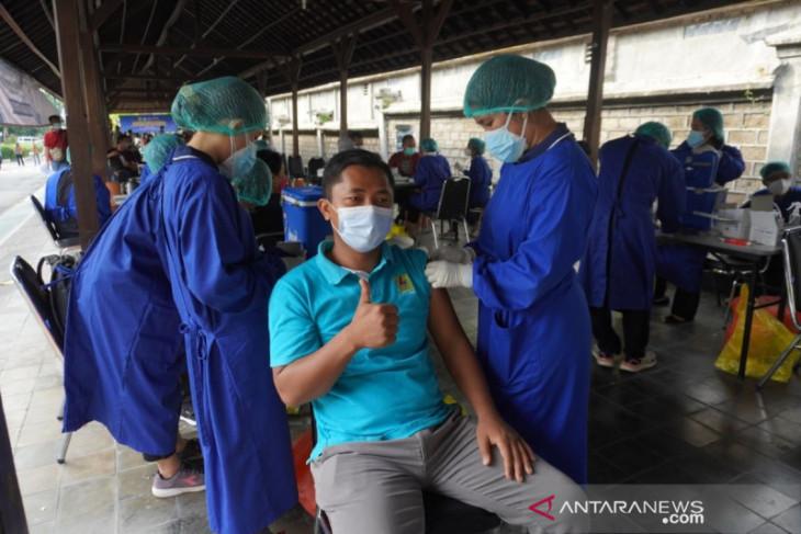 PLN Bali adakan vaksinasi COVID-19 untuk 500 orang