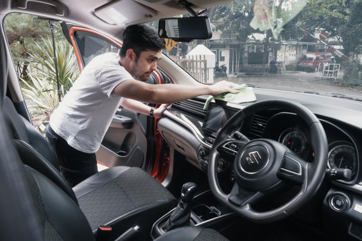 Kiat merawat mobil dari rumah