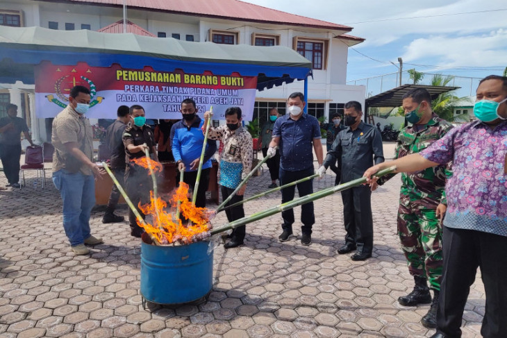 Kejari Aceh Jaya musnakah barang bukti tindak pidana