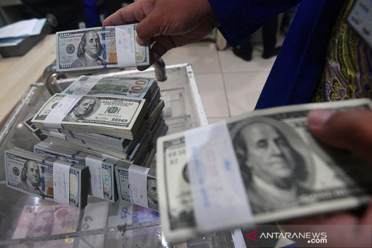 Dolar naik ke level tertinggi 3 bulan terangkat langkah pengamanan