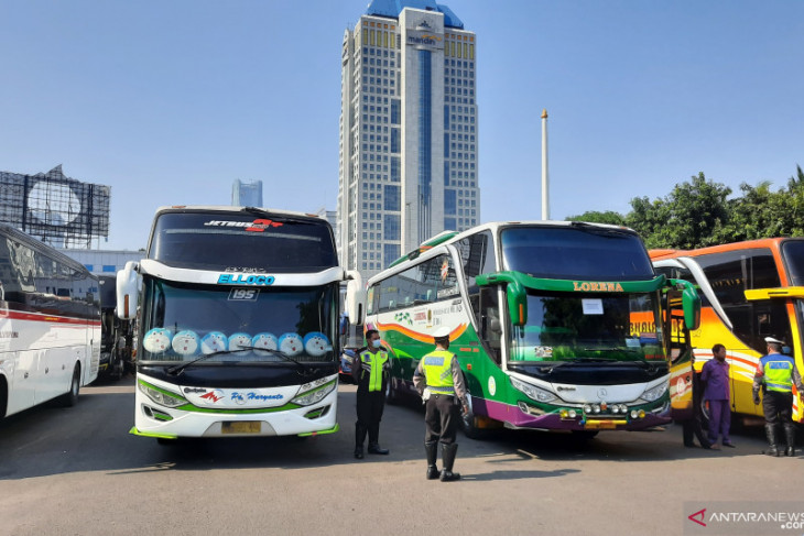 Jakarta Metro Police impound 36 buses for flouting PPKM rules