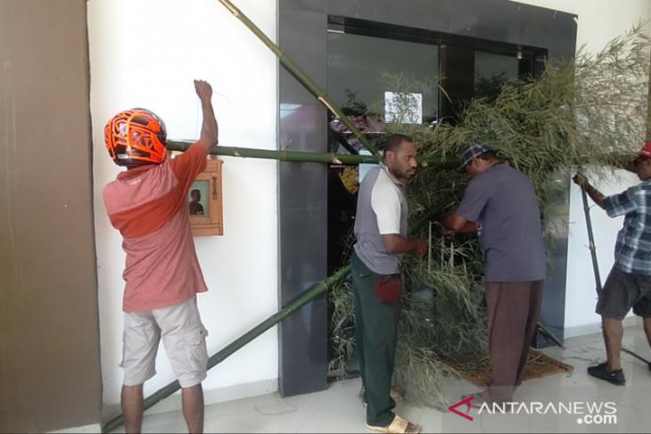 Kontraktor OAP buka palang sejumlah kantor pemerintah Papua Barat