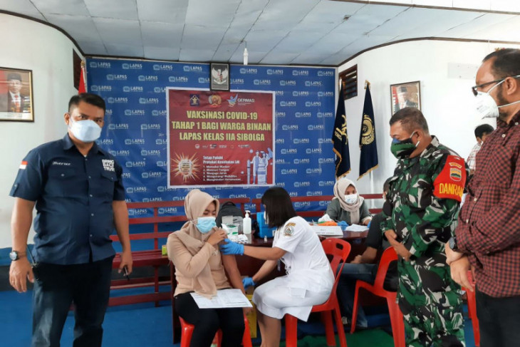100 warga binaan lapas Sibolga jalani vaksin pertama