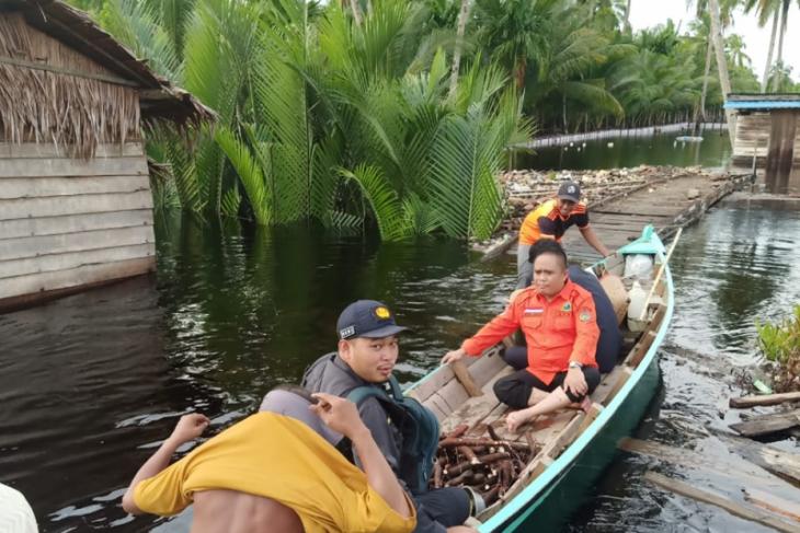 Banjir di Pulau Maya saat ini masih di atas pinggang orang dewasa