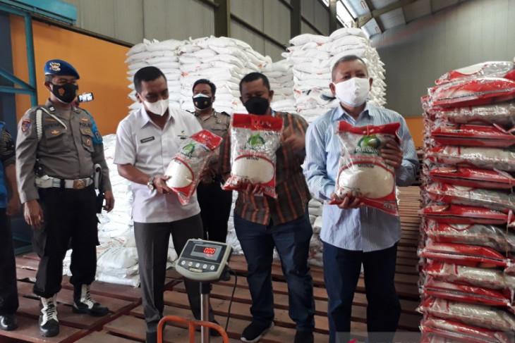 Bulog Kediri salurkan bantuan beras untuk KPM saat PPKM
