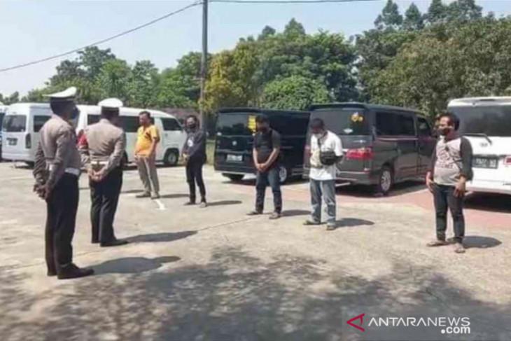 Polres Metro Bekasi amankan 10 travel gelap angkut pemudik