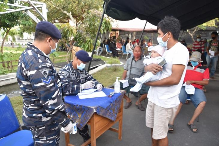 TNI AL tuntaskan vaksinasi AstraZeneca bagi warga Denpasar