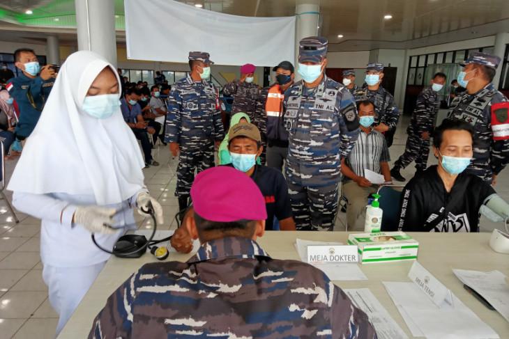 TNI AL gelar vaksinasi bagi warga kawasan pelabuhan kota Sorong