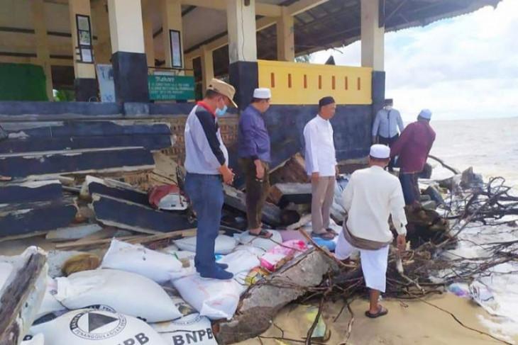 Zuriat ulama besar Kalsel tinjau kerusakan  kawasan kubah di Kotim