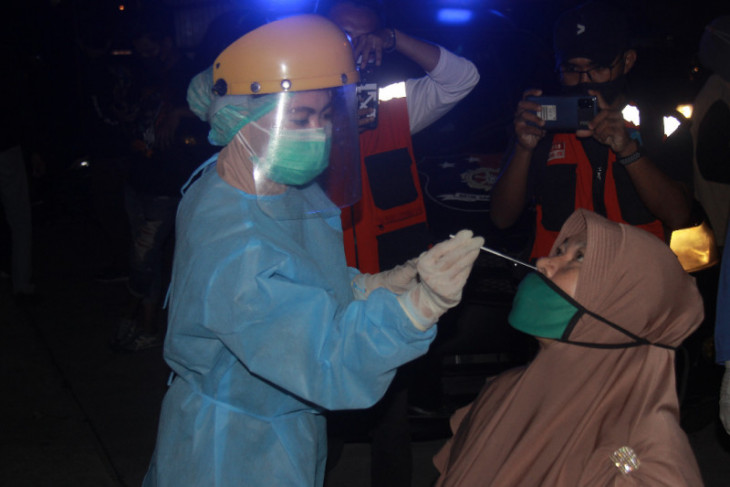 Puluhan pelaku usaha di Ternate jalani tes usap antigen begini penjelasannya