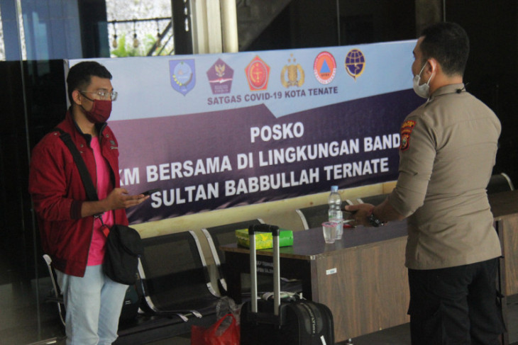 Penumpang pesawat Jakarta-Ternate palsukan dokumen PCR COVID-19 kelabui petugas pakai baju  nama isteri