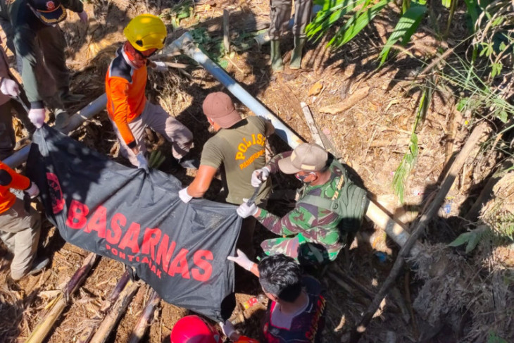 Tim gabungan temukan jasad wanita korban longsor di Desa Pampang