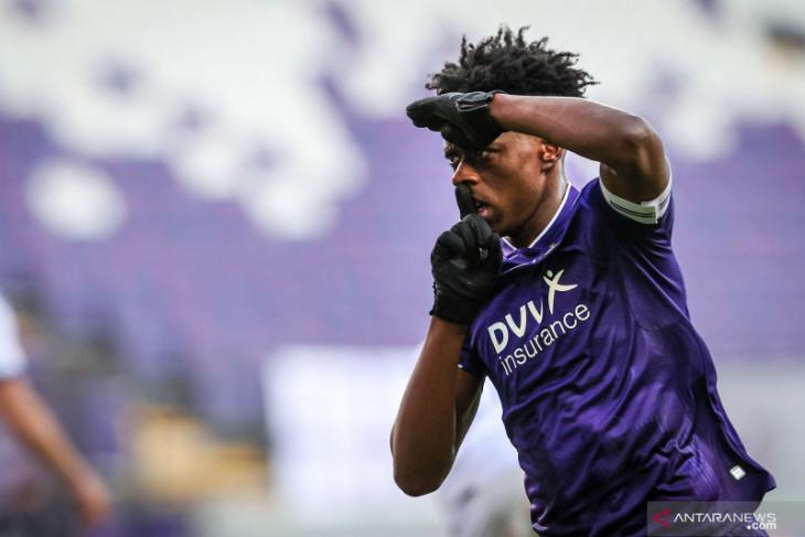 Pemain muda Albert Sambi Lokonga resmi jadi rekrutan kedua Arsenal
