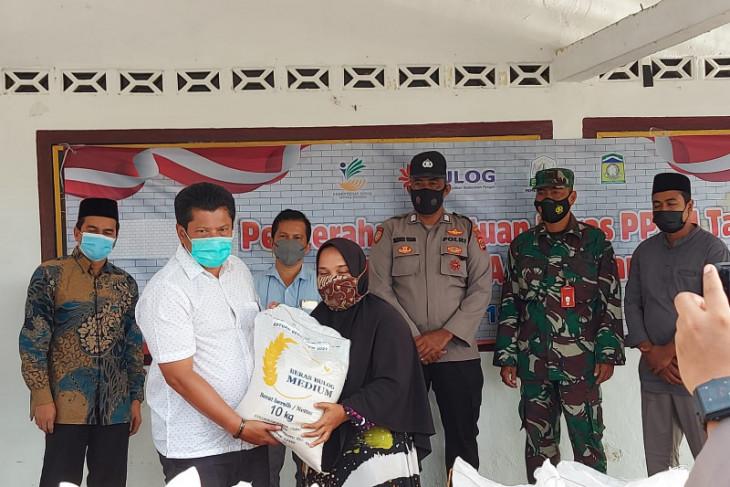 Dinsos Aceh Besar salurkan bantuan beras PPKM
