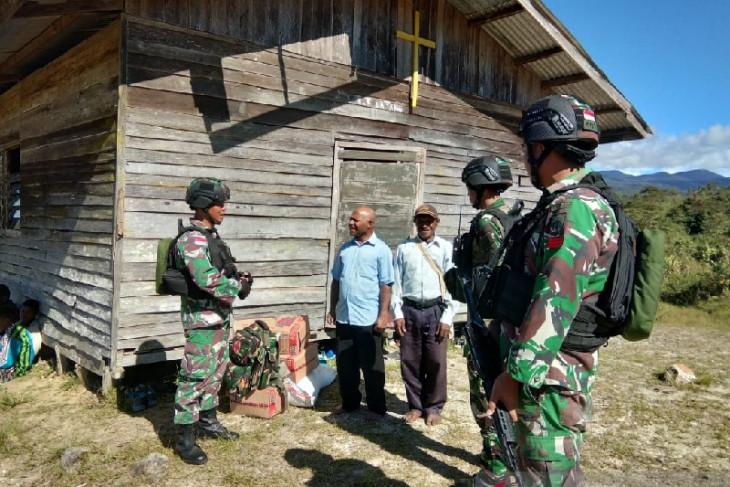 TNI beri bantuan sembako tokoh agama di perbatasan