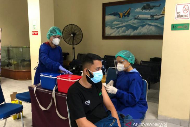 Lanud I Gusti Ngurah Rai sudah vaksinasi  COVID-19 sebanyak 2.600 orang