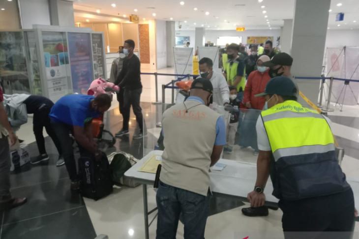 Dua penumpang Sriwijaya tiba di Bandara Sorong tanpa surat izin Satgas COVID-19