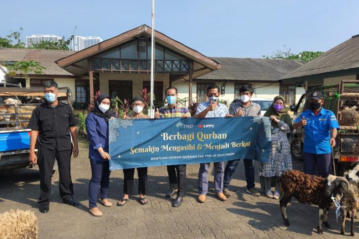 Lippo karawaci serahkan bantuan hewan kurban ke warga sekitar