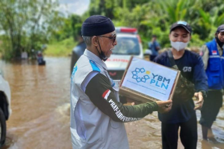 YBM PLN Kalbar salurkan bantuan paket sembako warga terdampak banjir