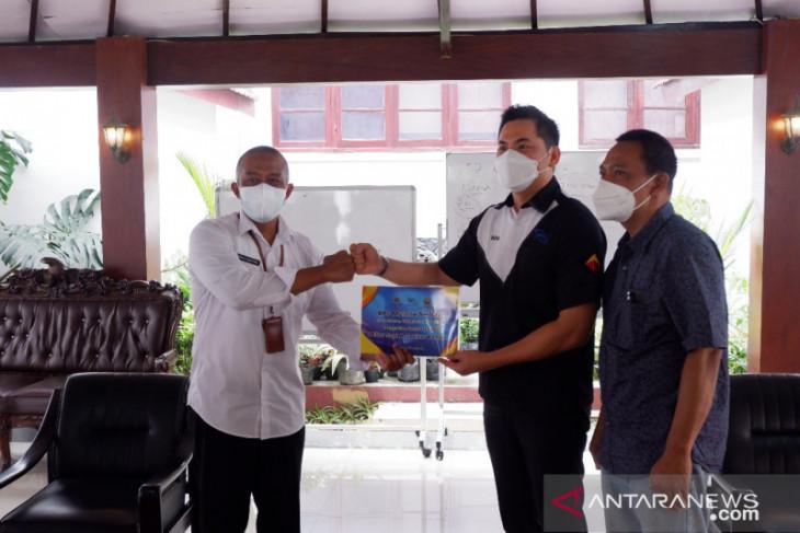 PT Bestprofit Futures dan PWI serahkan belasan hewan kurban ke Pemkot Malang