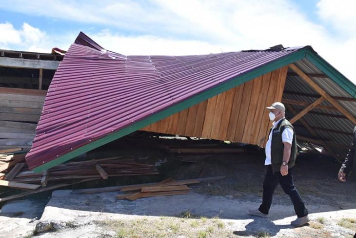 Ratusan bangunan rusak diterjang puting beliung