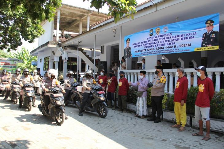 Polres Kediri Kota gandeng DMI bagikan daging kurban