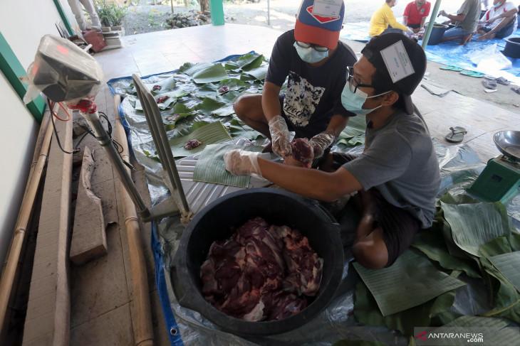 Pembagian Daging Kurban di Blitar