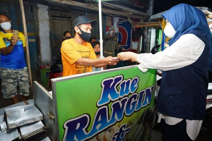 Pemkab Banyuwangi berikan bantuan uang tunai, ini tanggapan PKL dan warung kecil
