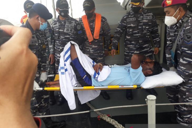 Tim SAR Gabungan evakuasi tujuh nelayan korban kapal tenggelam di perairan Kalbar