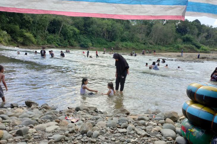 bocah dominasi objek wisata pulau emas batu benawa kalsel