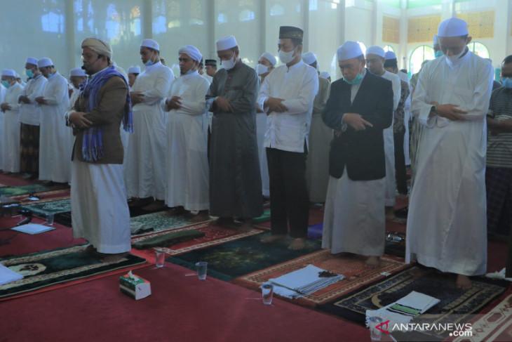 Wawali dan sekda shalat Ied di Masjid Agung Al Munawarrah
