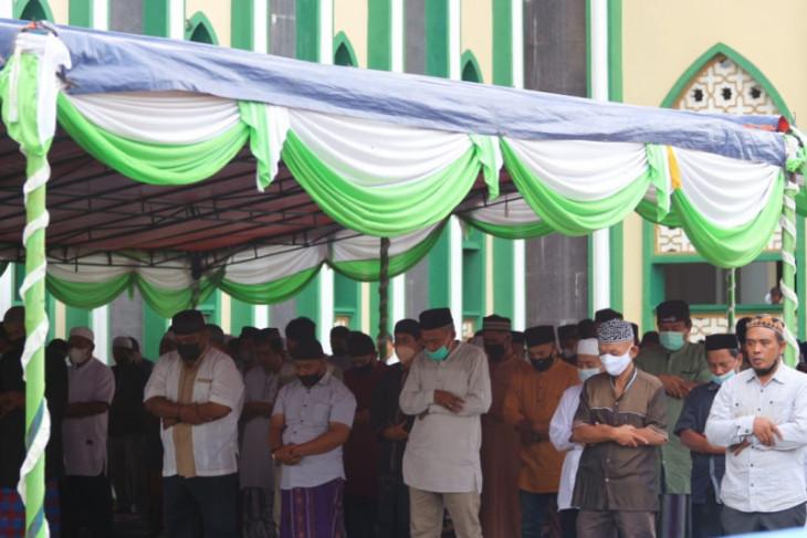 Warga Ternate penuhi masjid shalat Idul Adha 1442 Hijriah. Begini prosesinya