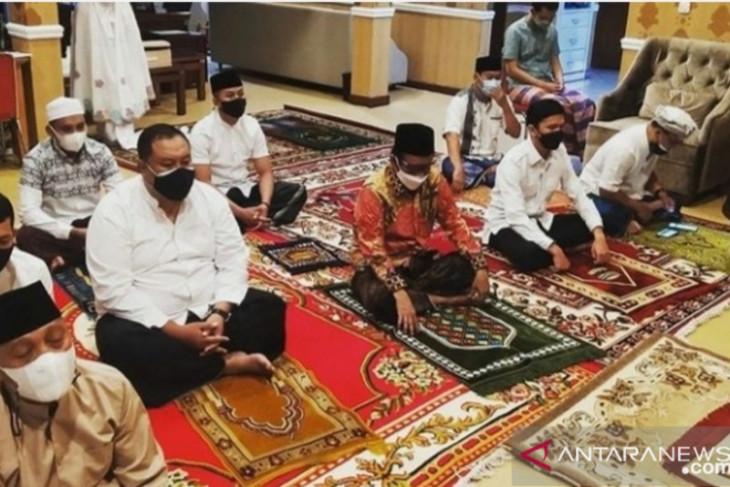 Mahfud MD tunda sungkeman pada Ibunya pada Hari Raya Idul Adha