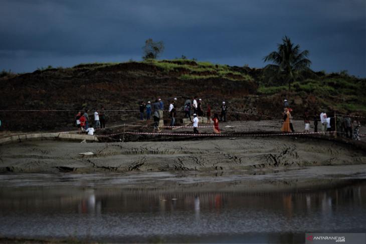 Viral di sosial media, lokasi tanah bergerak di Tapin ramai dikunjungi warga