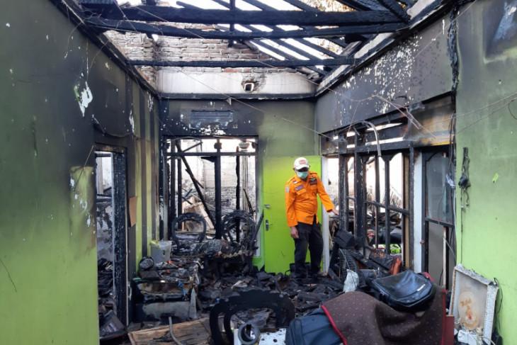 Satu unit rumah warga di Situbondo ludes terbakar