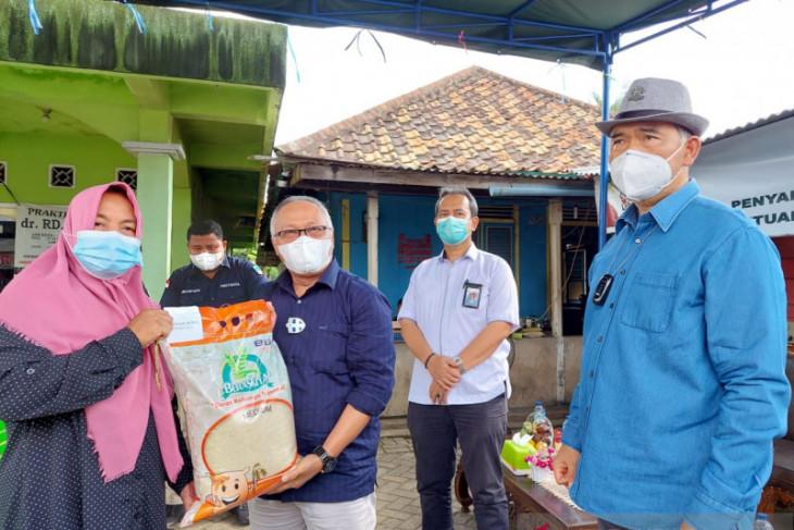 Bulog Jambi dan Wali Kota distribusikan beras bantuan PPKM