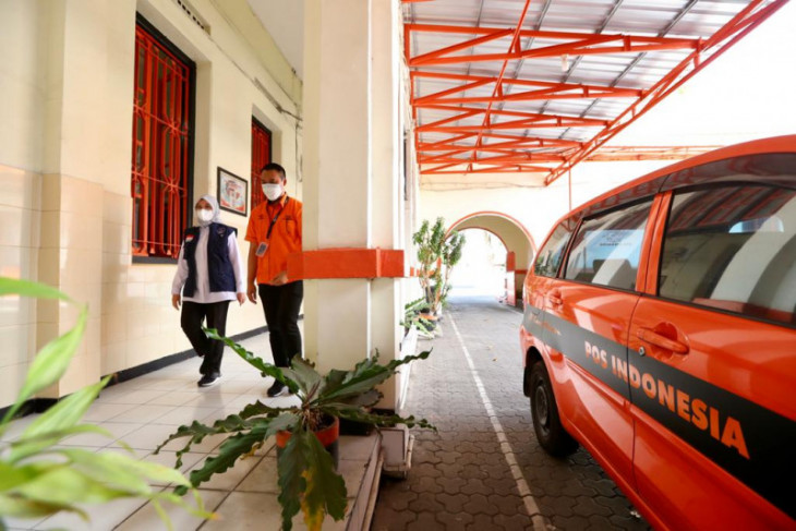Bupati Ipuk cek persiapan penyaluran bansos tunai di Kantor Pos Banyuwangi