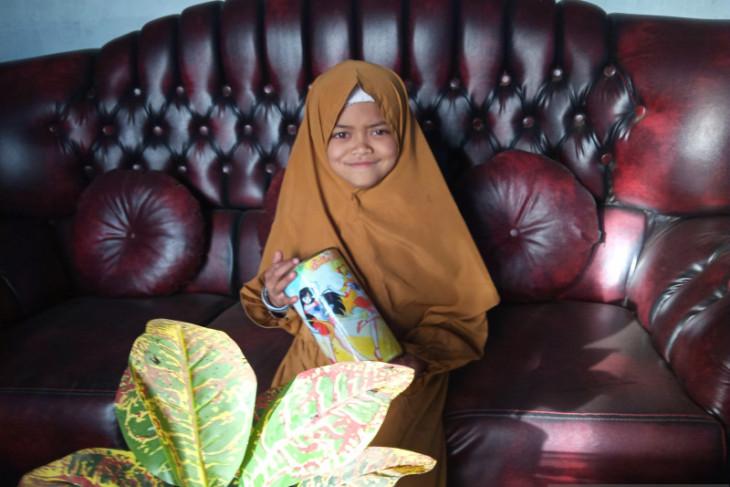 Hani (8) ikut berkurban dengan uang tabungan selama tiga tahun