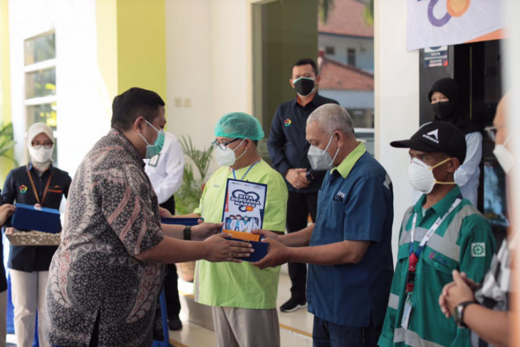 E Java's medical workers offer Kimia Farma's 5,500 supplement packages