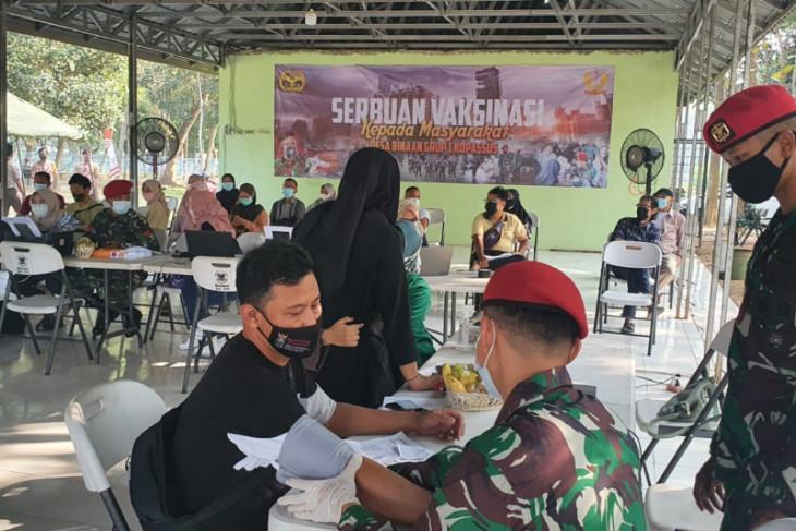 Kopassus gelar vaksinasi COVID-19 untuk 500 warga desa binaan di Kota Serang