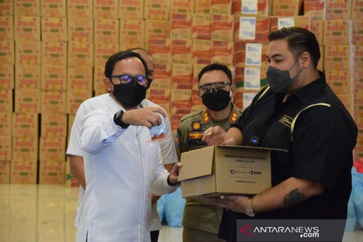 Ivan Gunawan serahkan 200 paket bantuan untuk warga Kota Bogor
